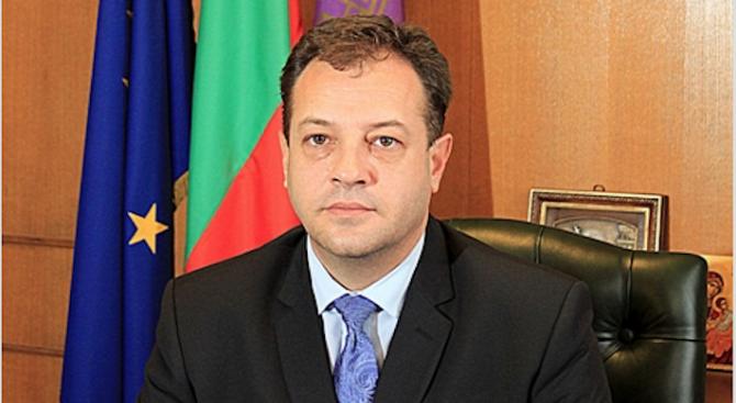 Кметът Даниел Панов разпореди незабавна проверка за щети след падналата