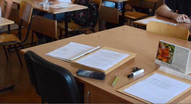 На днешния държавен зрелостен изпит по български език и литература