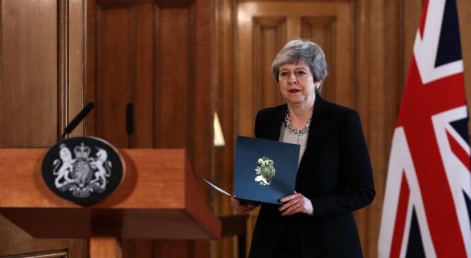 Британският премиер Тереза Мей предложи на депутатите да гласуват ново