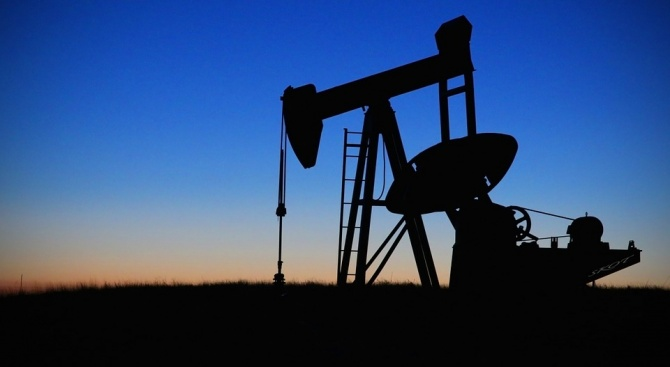 В сряда петролът поевтинява слабо в резултат на нарастване на
