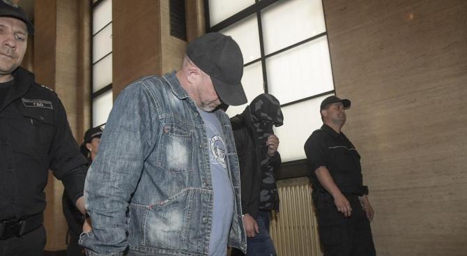 """Вижте тримата охранители, обвинени за убийството в """"Орландовци"""""""
