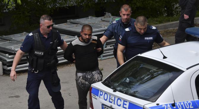 Цигани си извадиха ножове в центъра на София, свадата завърши с ранен и задържан