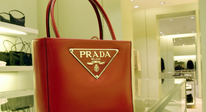 """Най-голямата италианска компания за луксозни продукти """"Прада """" реши да"""