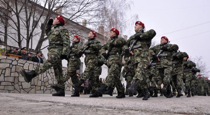 Деветнадесет са новоприетите военнослужещи в 101-ви алпийски полк в гр.