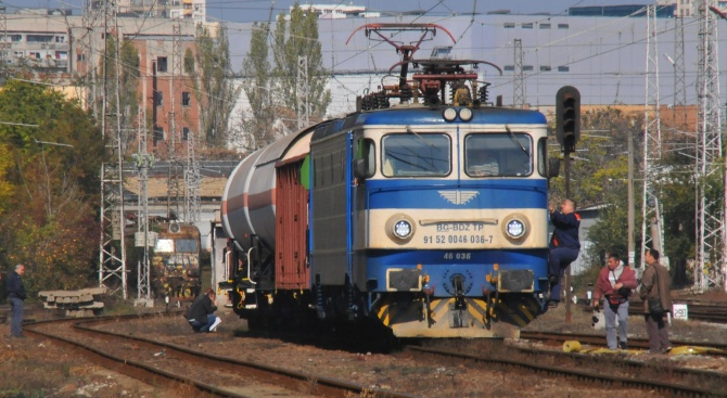 Влак блъсна и уби мъж в землището на село Тополчане
