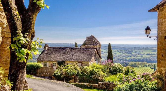 Кметът на френското селище Монтеро Жан Дебузи възнамерява да финансира