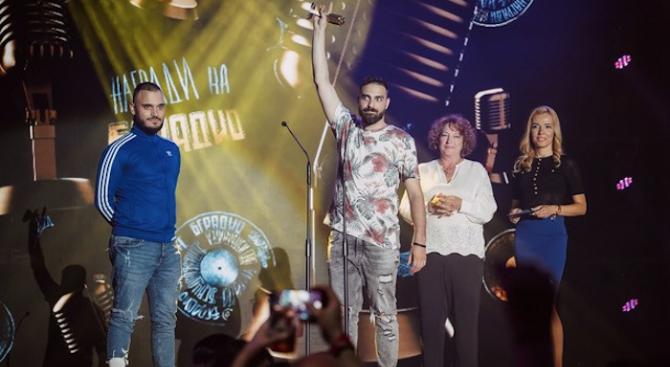 """""""Скандау"""" са големият победител на наградите на БГ радио"""