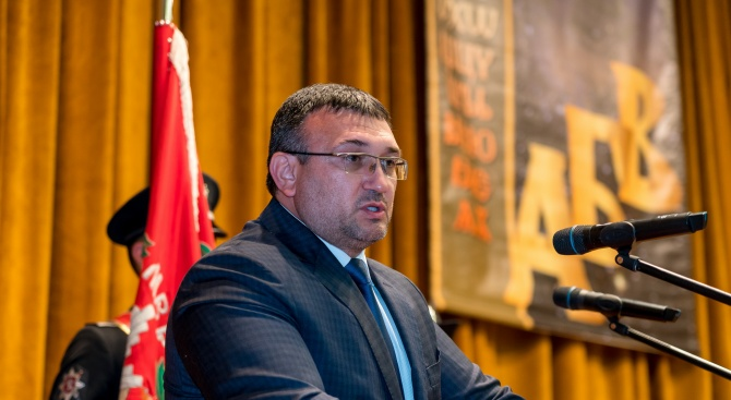 Вътрешният министър Младен Маринов поздрави курсантите в Академията на МВР