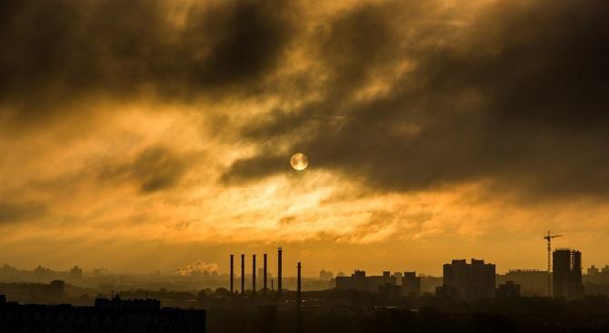 Заводи в Североизточен Китай произвеждат големи количества газ, който разрушава
