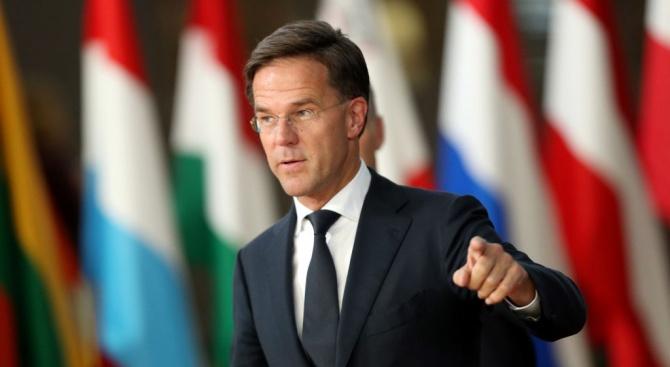 Премиерът на Холандия Марк Рюте пристигна на велосипед до избирателната
