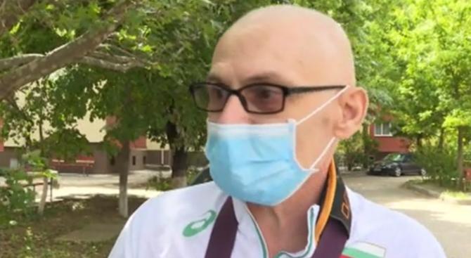 Охранителят, който счупи ръката на онкоболен мъж заради медицинската му