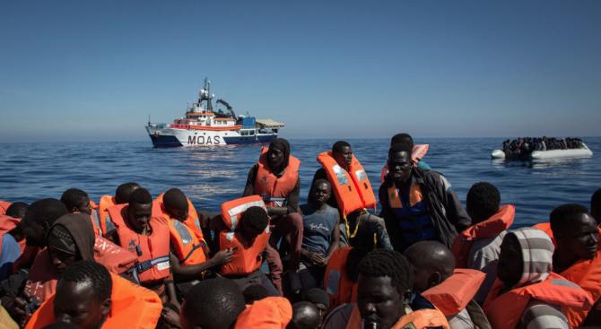 Либийската брегова охрана спаси 290 мигранти край Триполи