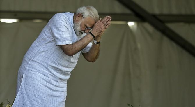 Хиндуистките националисти на министър-председателя Нарендра Моди спечелиха 303 места в