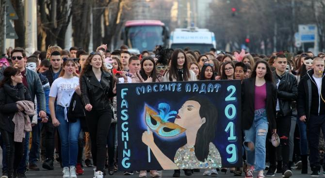 Абитуриенти излизат на протест пред Министерството на образованието и науката