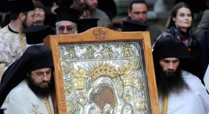 В Ловеч бе посрещната Боянската чудотворна икона на Пресвета Богородица
