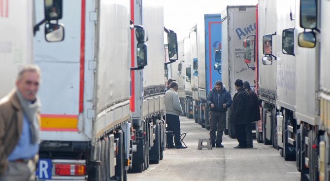 Без камиони над 12 т по най-натоварените пътища утре