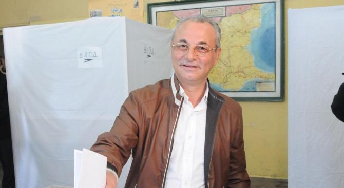 Почетният председател на ДПС Ахмед Доган упражни правото си глас
