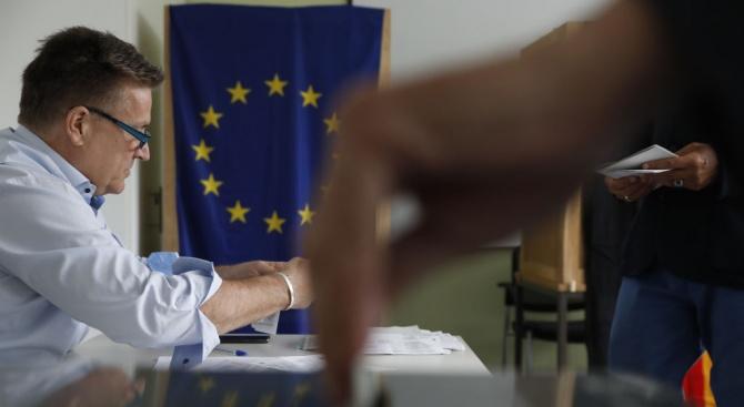 Доброволци сигнализират за проблеми при вота в чужбина
