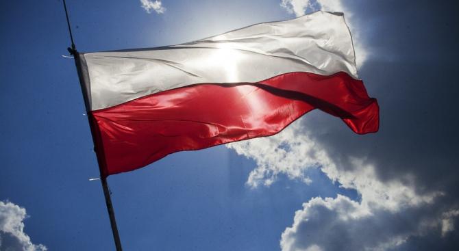 Управляващите в Полша водят на евроизборите с 42,4%
