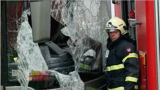 Загинал и десетки ранени в автобусна катастрофа в Германия