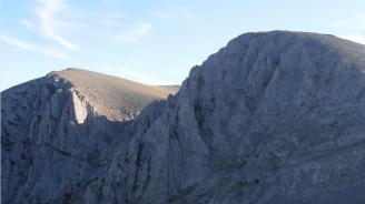 Гръцките власти с мащабна операция за спасяването на 25-годишен българин в планината Олимп