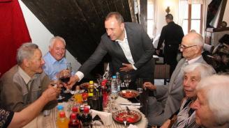 Kметът на Община Банско Георги Икономов отново се срещна с учителите-ветерани на празничен обяд