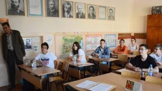 Зрелостниците се явяват на матура по български език и литература