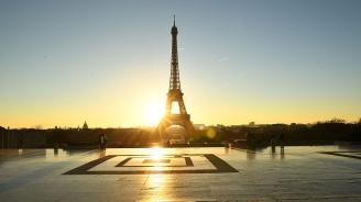 Руски психар се е качил на Айфеловата кула