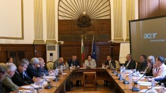 Министър Танева: Държавните горски предприятия да възстановят изкупването на малки поземлени имоти в горски територии