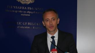 Красимир Вълчев: Първата матура мина успешно, надяваме се и утрешните матури да минат нормално