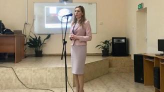 Министър Ангелкова пред ученици в Пирдоп: Подготовката в професионалните гимназии по туризъм е ключова за развитието на сектора