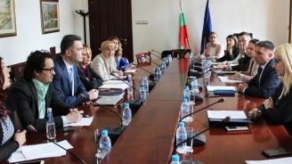 Министър Кирилов запозна адвокати с мерките за подобряване на регистърните производства в Агенция по вписванията
