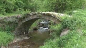 Родопската река Фотиновска потече с кафяв цвят