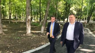 Емил Радев в Девня: Европейското финансиране дава нов облик на училища и детски градини