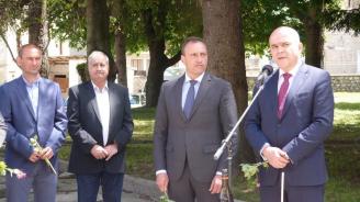 Министър Петков: Над 50 700 души получават целогодишно топъл обяд
