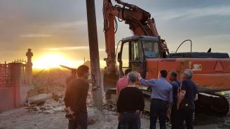Събориха незаконната къща, предизвикала свлачището във Варна