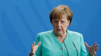 Историята ще докаже, че Меркел взе правилно решение за бежанците, заяви Юнкер