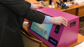 Проблеми с гласуването с машини в две секции