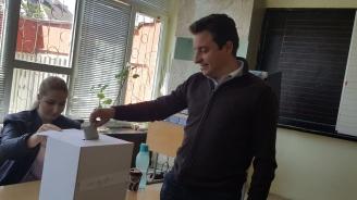 Кандидатите за евродепутати от БСП Момчил Неков и Димитър Данчев гласуваха