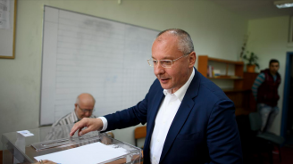 И Сергей Станишев гласува