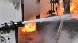 Трима в болница след пожар във фабрика в Старозагорско