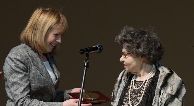Стоянка Мутафова: Няма да предам Бойко!