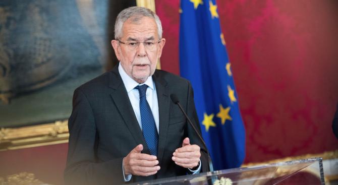 Президентът на Австрия Александър Ван дер Белен отне днес правомощията