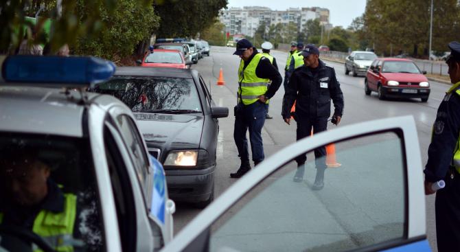 Мъж с осем присъди за шофиране в пияно състояниеи без