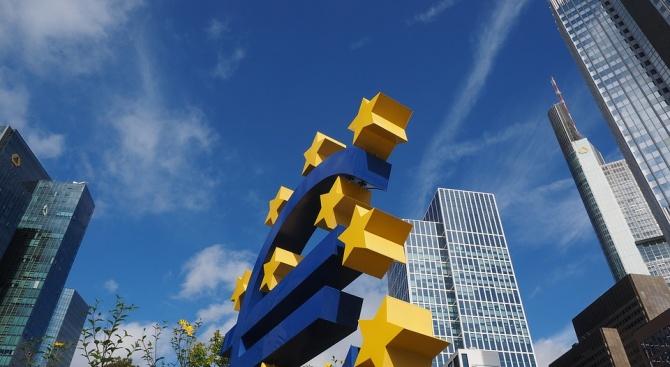 Икономиката на еврозоната изпитва проблеми, в същото време рисковете за