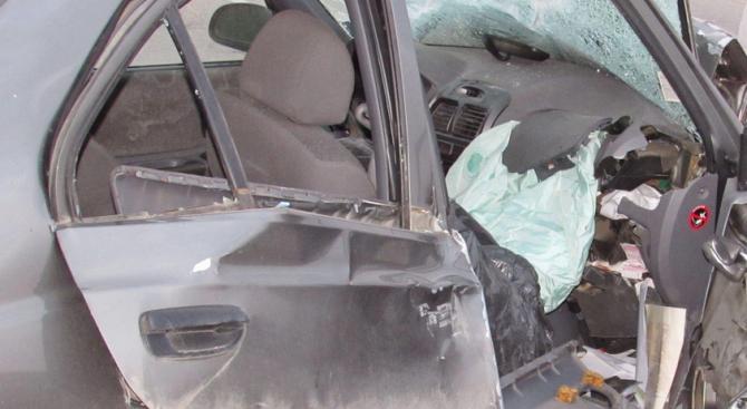 30-годишен шофьор загина на място, след като излетя от пътя и се заби в дърво