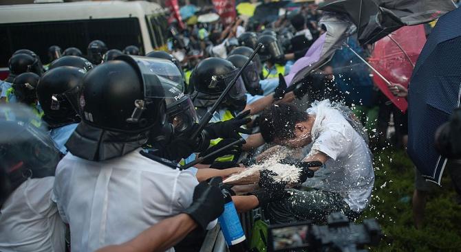 Китайските власти арестуваха няколко правозащитници и блокираха интернет сайтове с