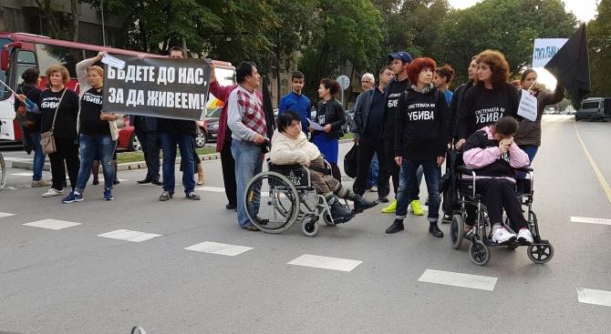 Една година след началото на палатковия лагер и масовите протести