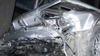 Мъртво пиян шофьор помете паркирана кола и избяга