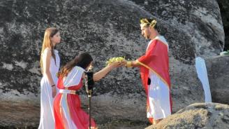 """Посрещат изгрева в деня на лятното слънцестоене с древен ритуал в """"Кабиле"""""""